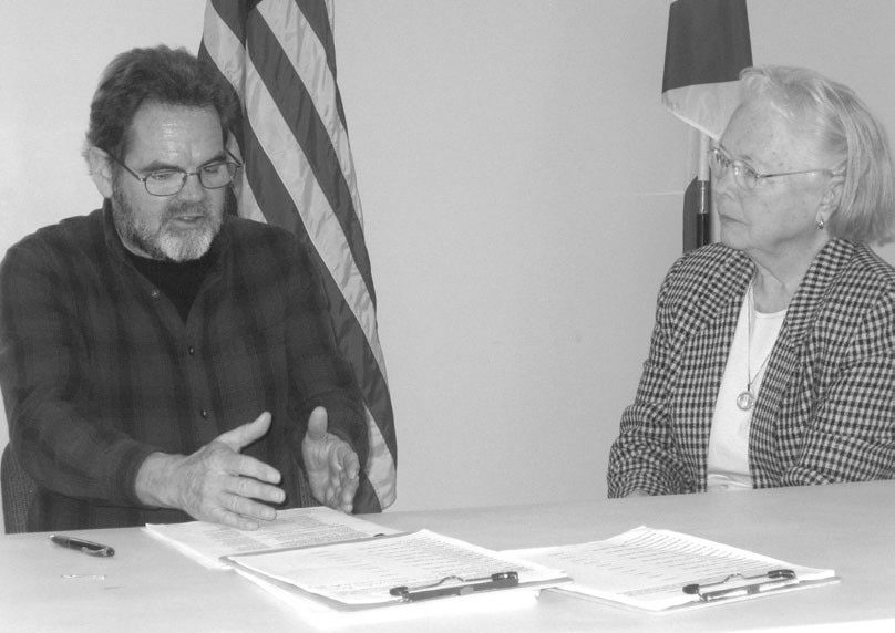 Roger Wooley, organizer of the Blount County Improvement Committee, discusses limited home rule with Mayor Thelma Smith of Hayden, whose town is involved in its own efforts to clean up junk, weeds, and litter.