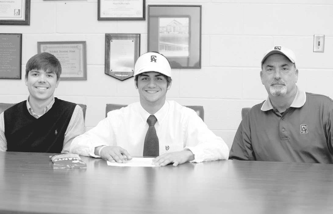 Paul Harris (middle) flanked by Oneonta golf coach Adam NeSmith (left) and Central Alabama Community College golf coach Dave Jennings.