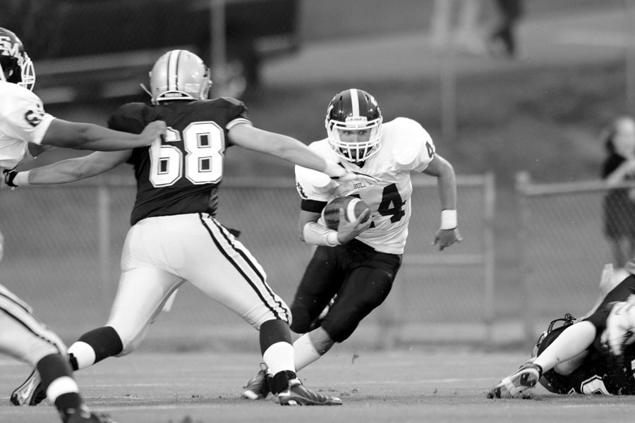 –courtesy www.southernexposurephotos.com Susan Moore running back Blake Weaver cuts back as Pennington's Tyler Hamm closes in.