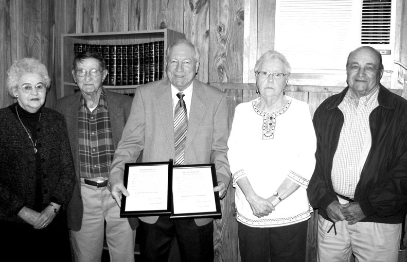 Allgood Mayor Gene Armstrong (center) holds plaques of celebration to be awarded in recognition of 50th wedding anniversaries to (from left) Lyda Mae and Cecil Standridge and Johnnie and Marshall Baker. Also noted but not at the ceremony were James and Doris Loyd and Willie and Sharon Mayes.