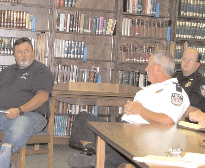 Oneonta High School principal Keith Bender and police chief James Chapman discuss mapping.
