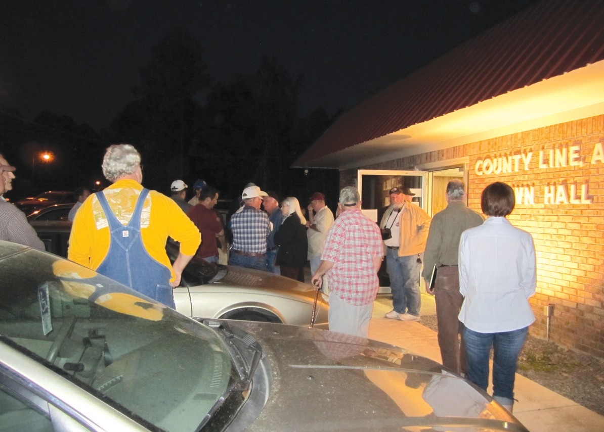 More than 100 citizens gathered at County Line town hall last Tuesday night to express their opposition to the town's endorsement of its Solid Waste Management Plan. Only 40 were allowed inside by Jefferson County deputies and once there, were not allowed to speak concerning the landfill.