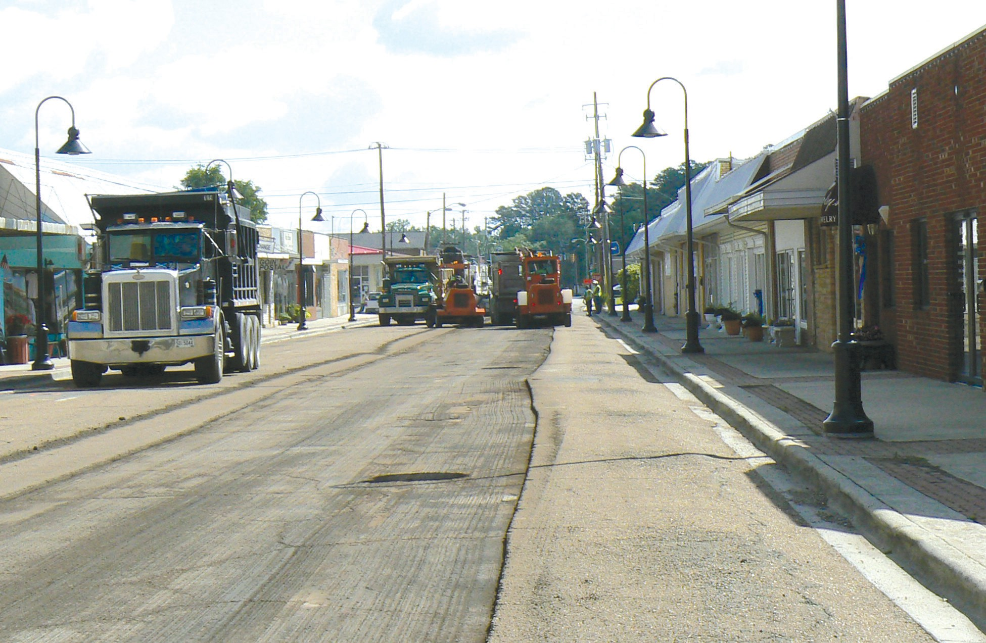 Work began again this week on the $500,000 project for downtown Oneonta that will include new light fixtures and new pavement. According to Oneonta city manager Ed Lowe, the bid on the project came in at $435,000 for the repaving and lighting of First Avenue from A Street to First Street. Part of the lighting has already been installed. Whitaker Contracting of Guntersville won the bid and is the main contractor for the project. Work is expected to be finished on the project later this month, although this spring's volatile weather has played havoc with the schedule. -Rob Rice