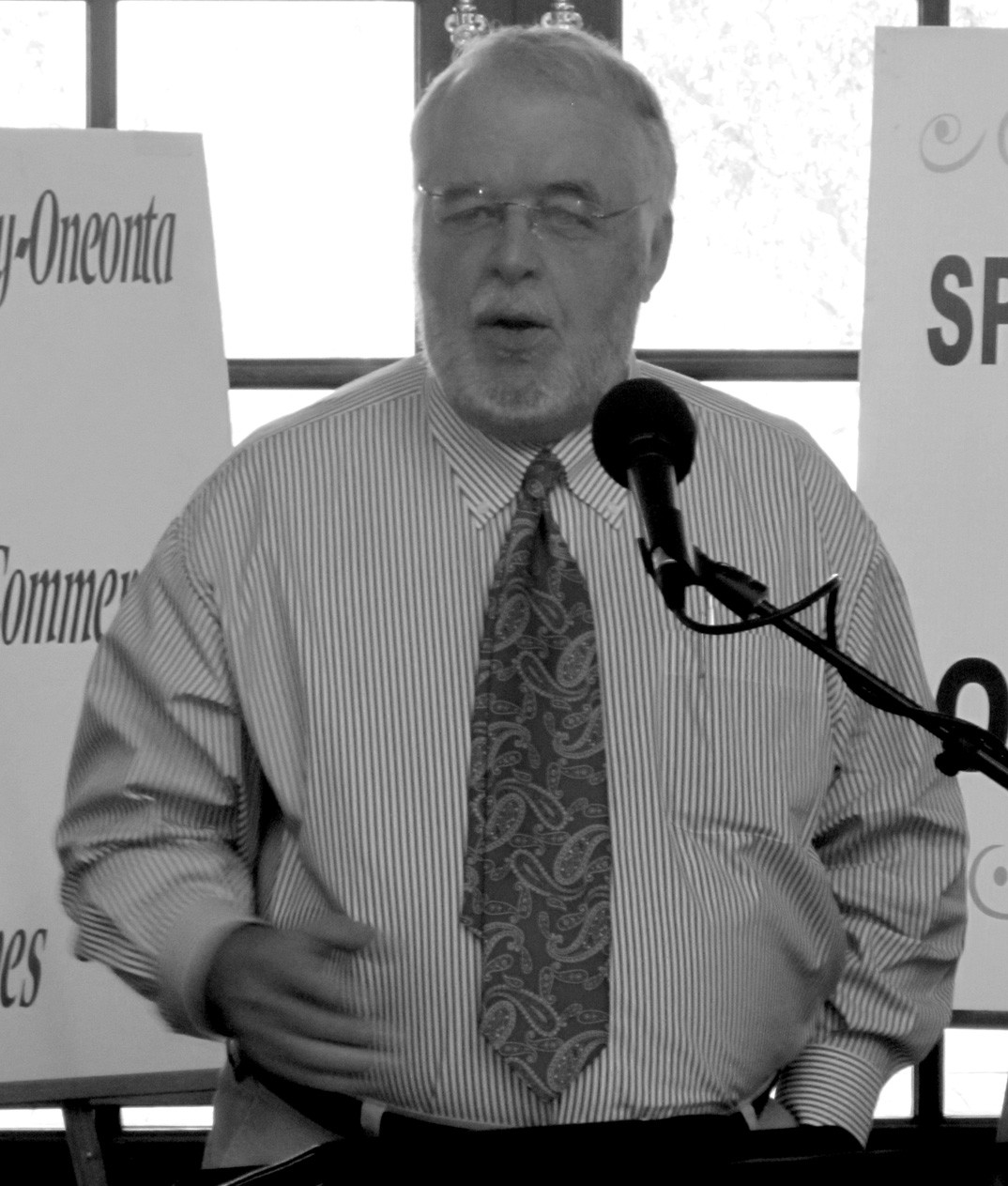 """Larry Lee was the chamber of commerce breakfast speaker for July. His theme was """"education precedes prosperity,"""" the proposition that no community achieves outstanding economic success with only average or below-average schools. His strong recommendation to Blount County: that the chamber sponsor a 'teacher for a day' program in which elected officials, community leaders, business people, and ordinary citizens spend a full day working as teachers' aides to become intimately familiar with needs and conditions in local schools. Lee led the study published under the title """"Lessons Learned from Rural Schools,"""" a look at 10 high-performing, high-poverty rural schools. In this column he offers advice to former Gov. Riley on his recent educational agenda."""