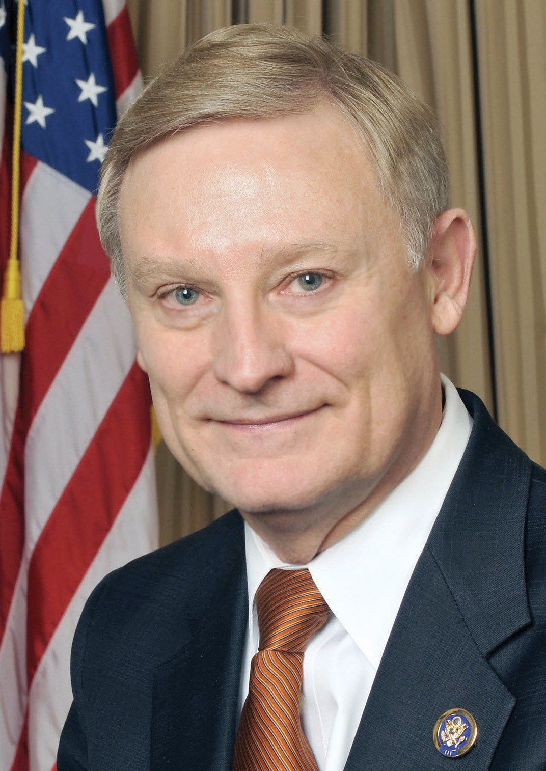 U.S. Congressman Spencer Bachus (R-Vestavia Hills) will report to constituents at the Blount County – Oneonta Chamber of Commerce breakfast Thursday, Jan. 12, at Twin Oaks at Heritage Green. Following breakfast he will meet with county officials at the courthouse, and from 11 a.m. until 1 p.m. he will meet with mayors and council members of Blount County municipalities at a luncheon at Limestone Springs. Bachus is serving his 10th term in the U.S. House of Representatives and currently serves as chairman of the influential House Financial Services Committee. He is a graduate of Auburn University and the University of Alabama School of Law.