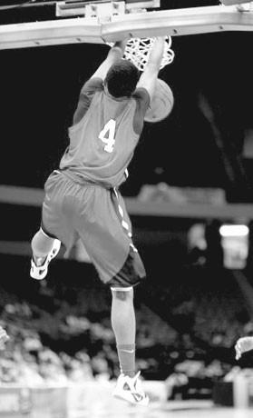 Keenan Warren throws down a dunk.