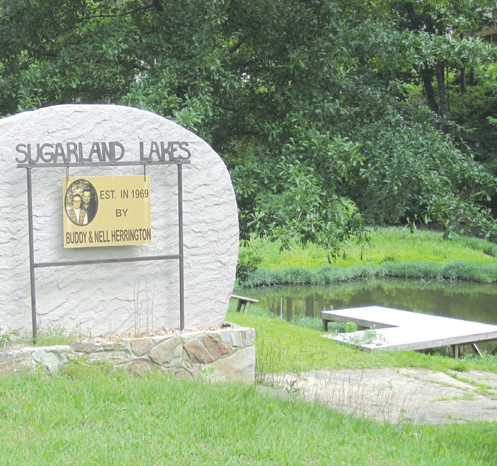 Entrance to Sugarland Lakes
