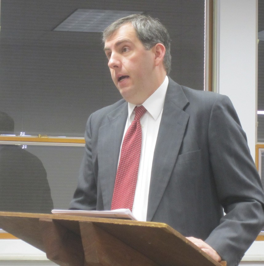 Blount County Bar Association president Bill Burns proposes a plan to the county commission to add a third judge to Blount County's court system.