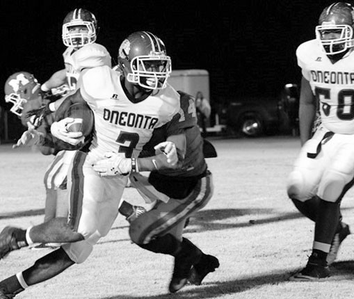 Avery Reid pulls away from a Munford defender.