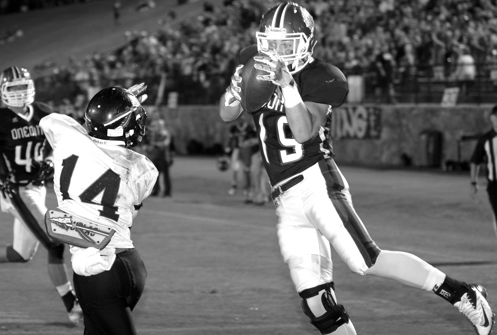 Trevor Smith hauls in a touchdown pass.