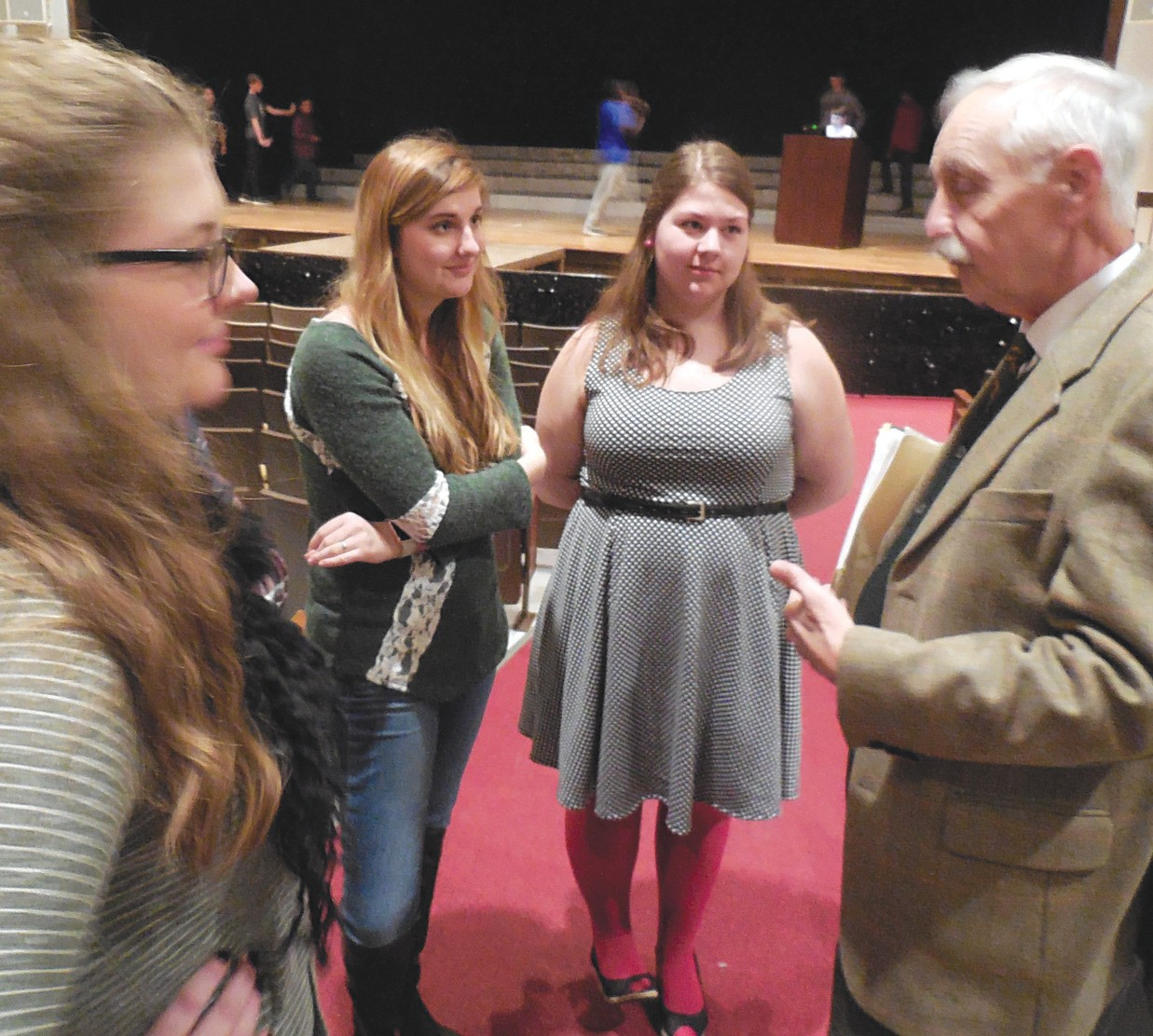 Oneonta High School students discuss points with Dr. J. Wayne Flynt from his school presentation last week.